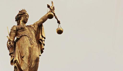 Justitia guld figur salg